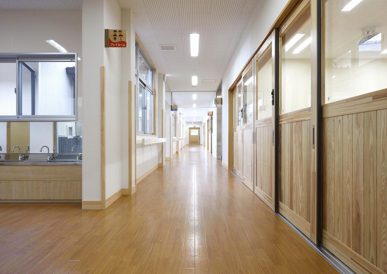 廊下 3(既存園舎).jpg