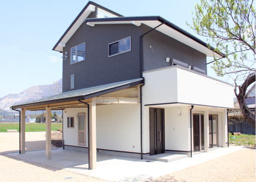 趣味と借景を楽しむ3階建て住宅